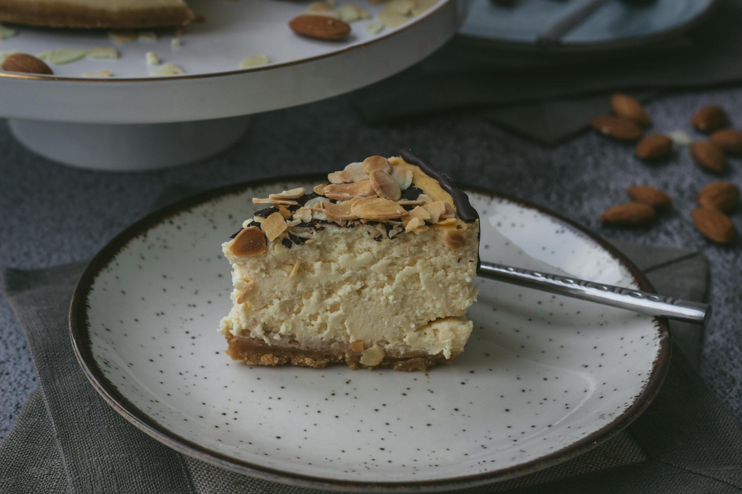 Keptas Amaretto skonio sūrio tortas