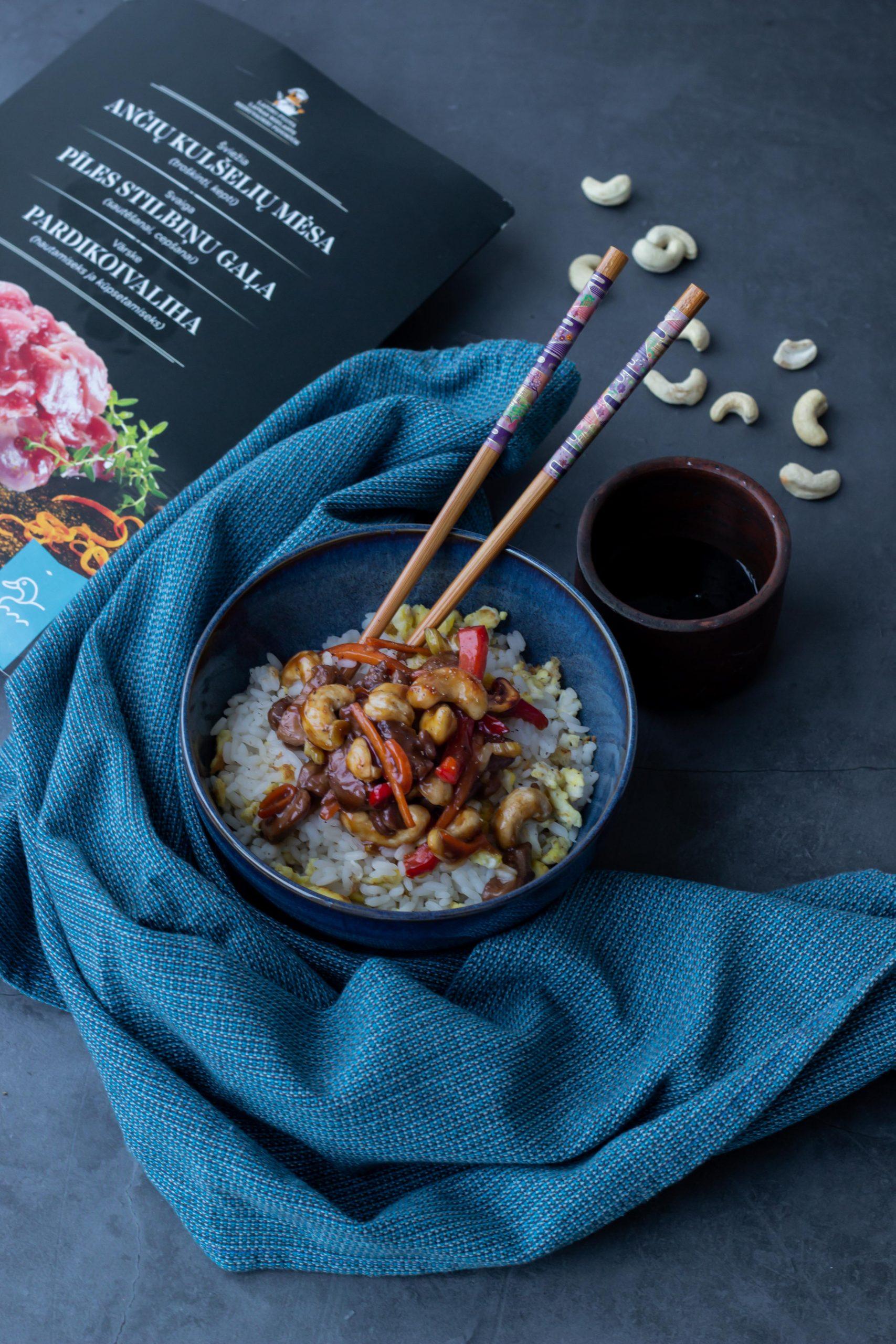 Antienos stir fry su anakardžiais ir ryžiais