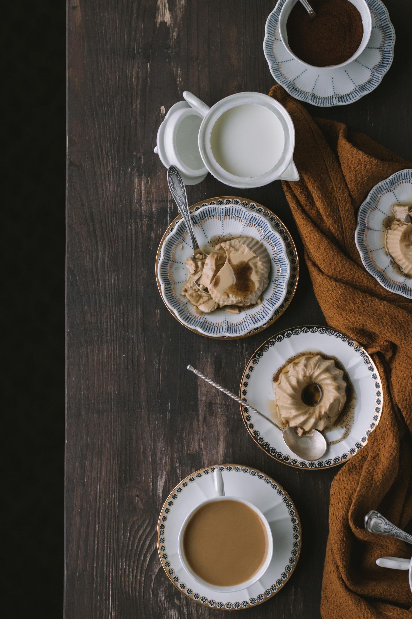 Kavos skonio panna cotta su cikorija (be pieno produktų)